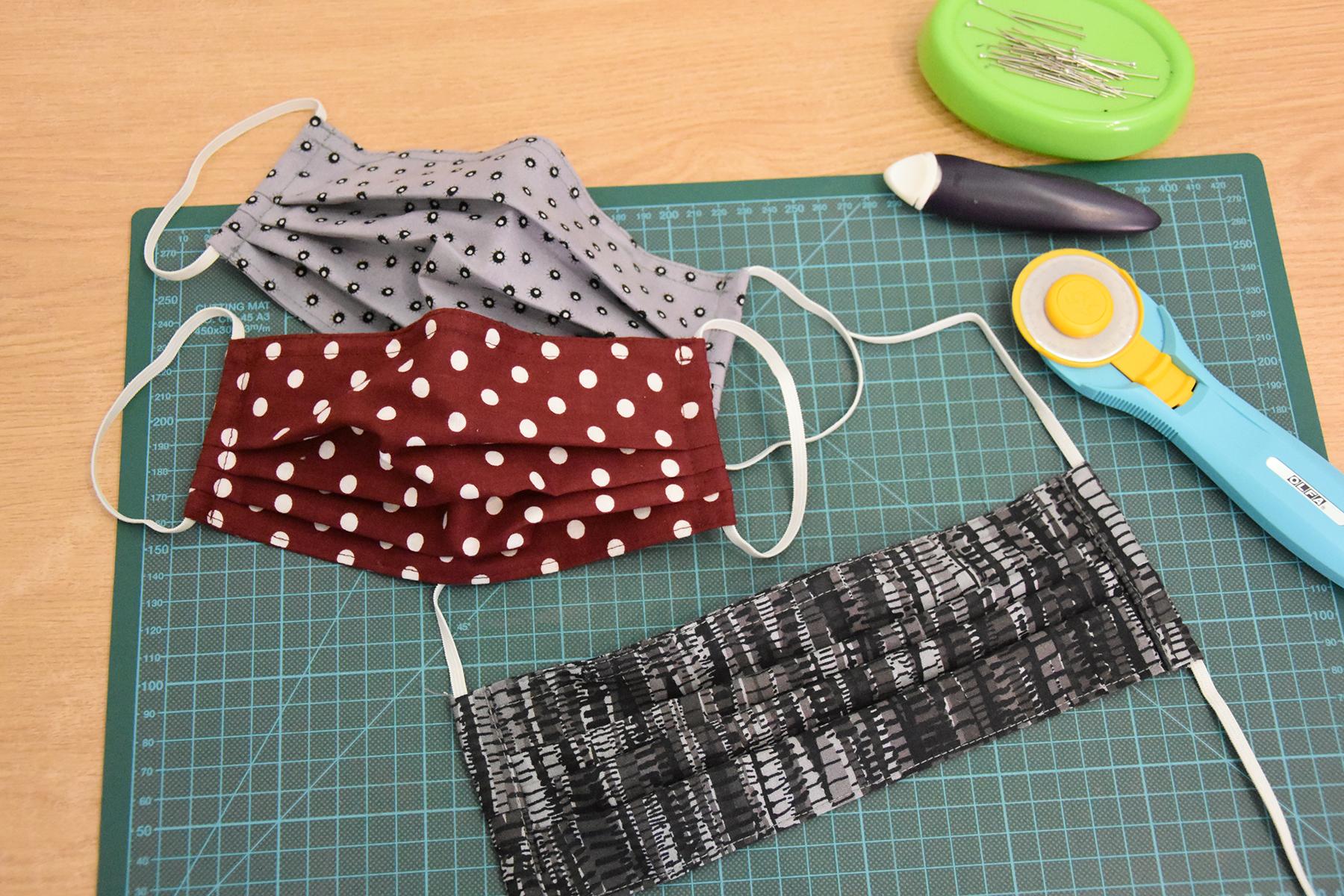 maske-mundschutz-nähen-selbstgemacht-corona-handmade-schneidunterlage-cutter